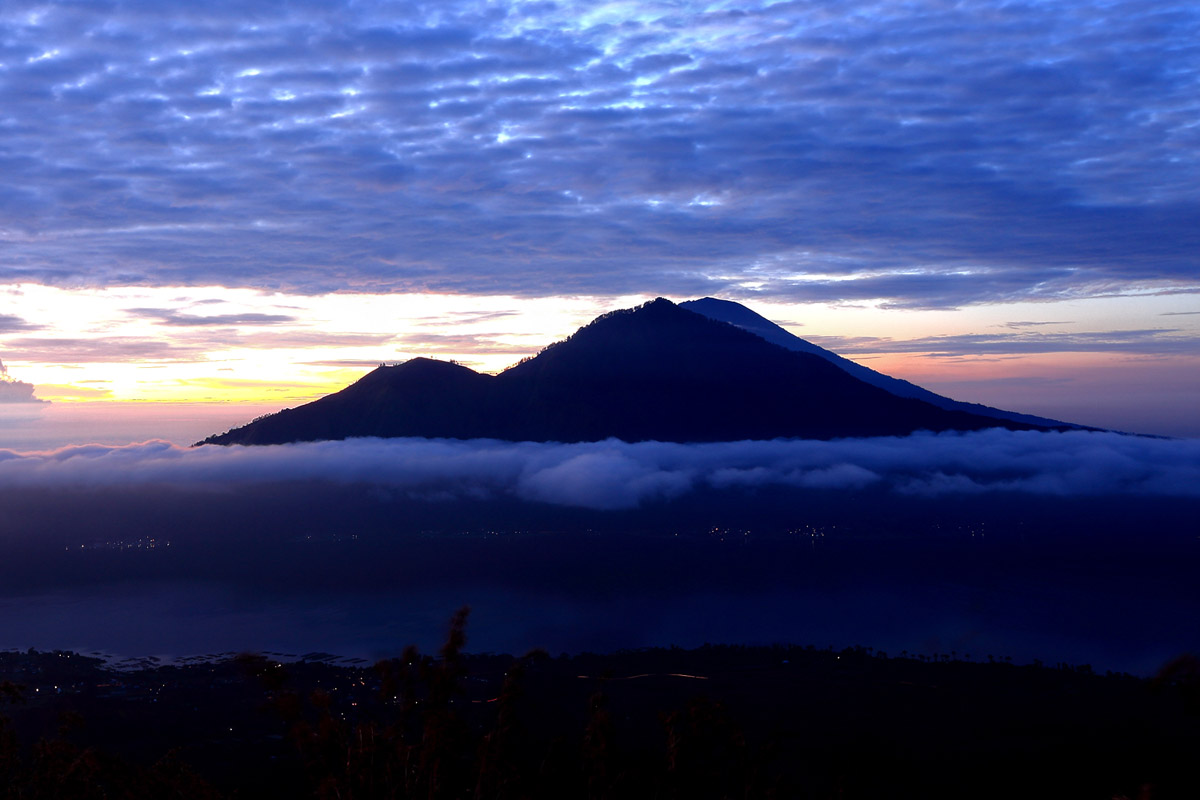 Known to the Balinese as gunungan (of the mountains), the upper areas between the village of Pujung