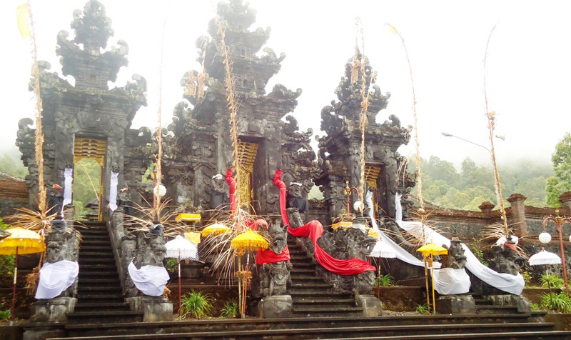 This imposing and dramatic 'Temple of The Agung Market' is situated in the village of Se