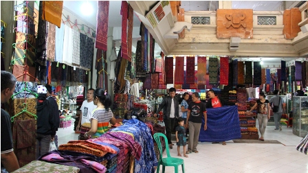 Galiran Market is arguably the largest and most diverse market in Bali. As the central trading hub