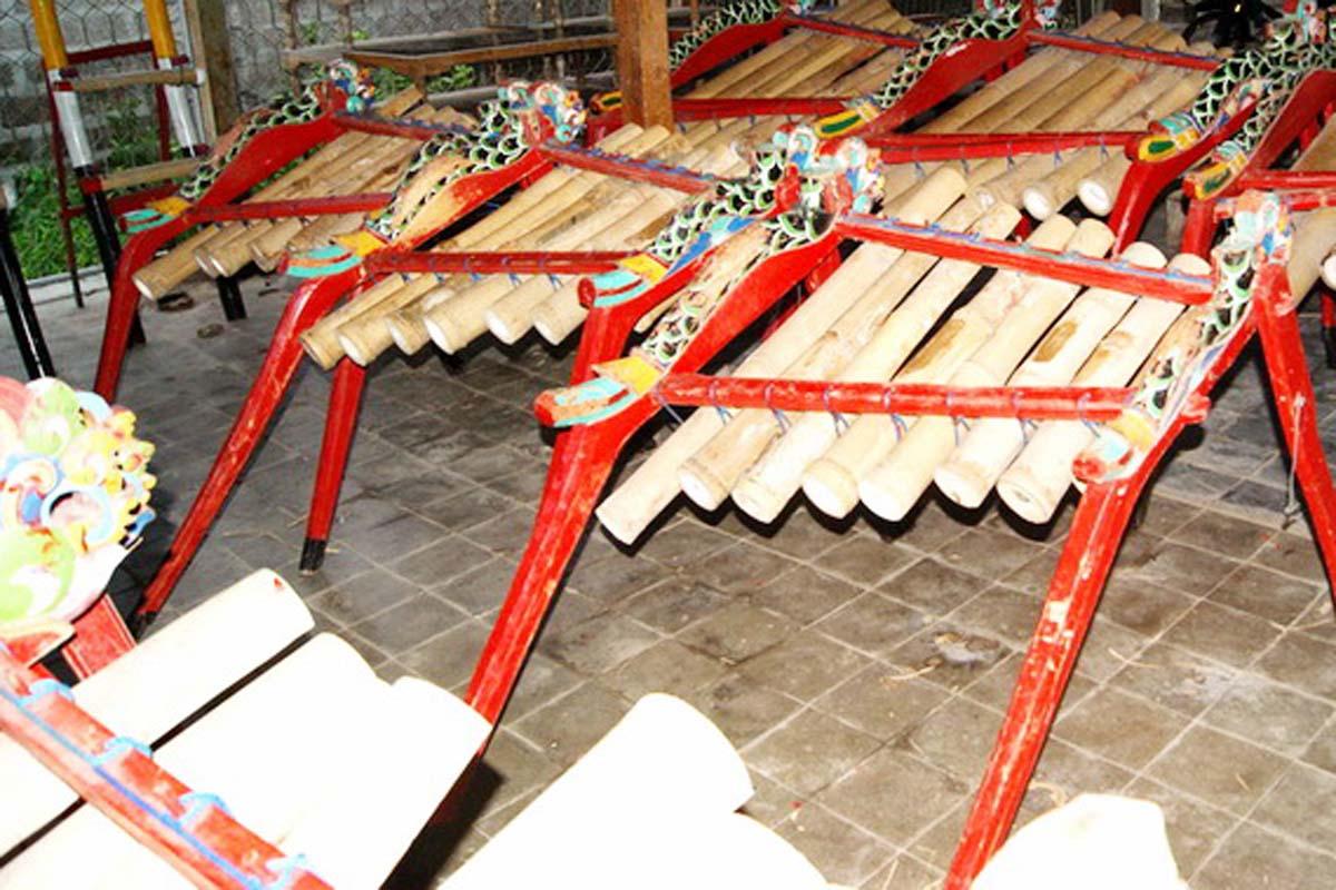 Created in 1912 by Kiyang Gelinduh, the gamelan jegog ensembles found only in Jembrana, West Bali