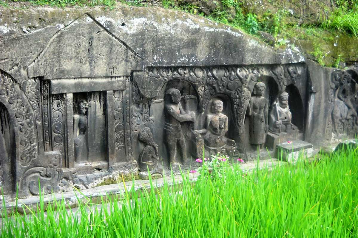 Come back to the 14th or 15th century, the rock carvings of Yeh Pulu make up the longest sequence