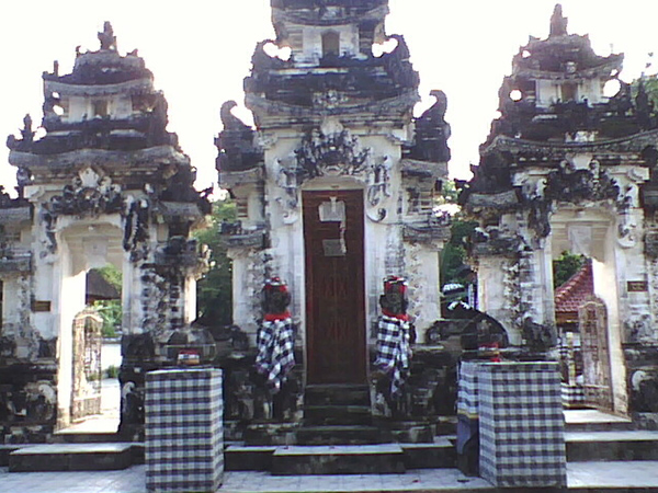 One of Bali's holy kahyangan temples located near the coastal town of Toyapakeh on the island of Nus