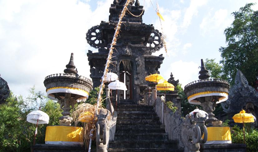 Located in Banyupoh village and built in homage to Ida Betara Ratu Mas Melanting, this temple dedica