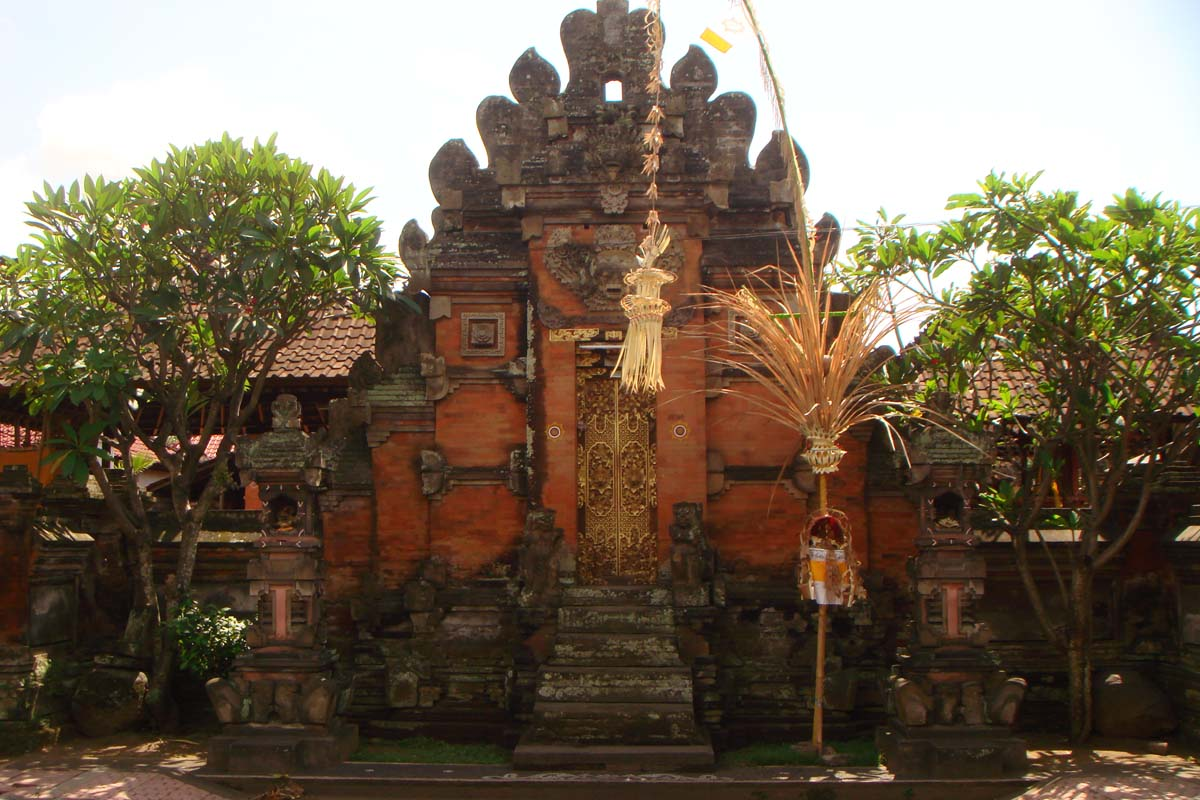 Pura Penataran Topeng is located in Blahbatu, near Gianyar and is the family temple of the prime m
