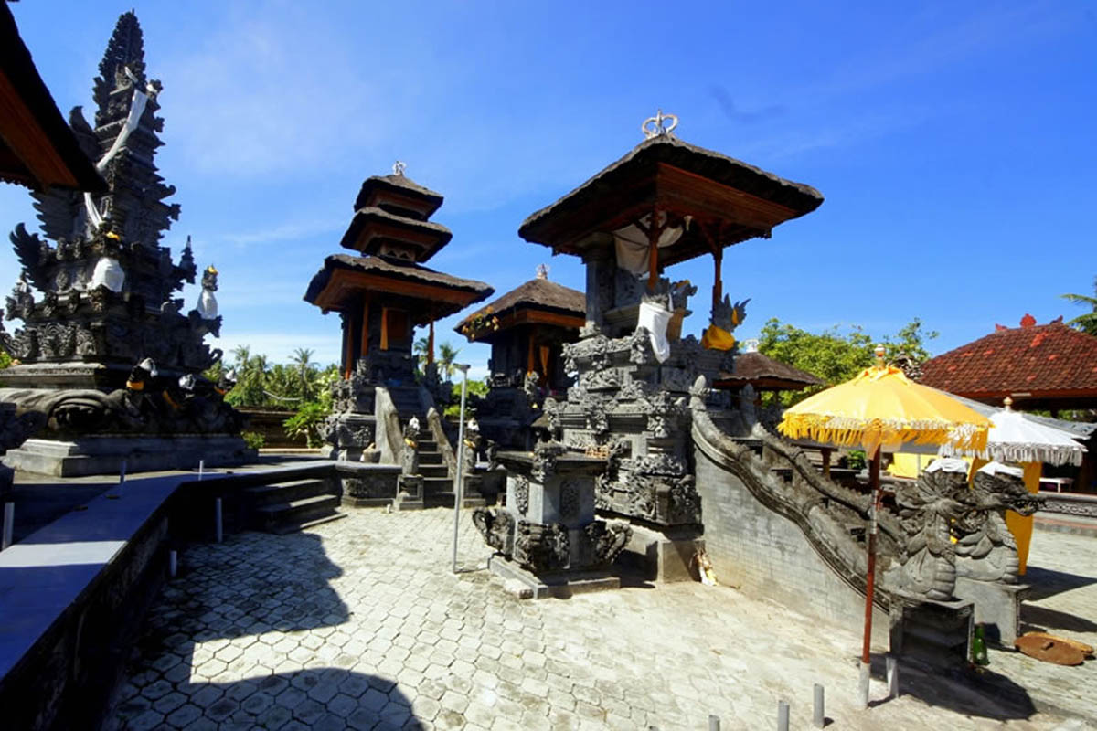 Overlooking the river by the same name in the village of Perancak, this limsestone temple is believe