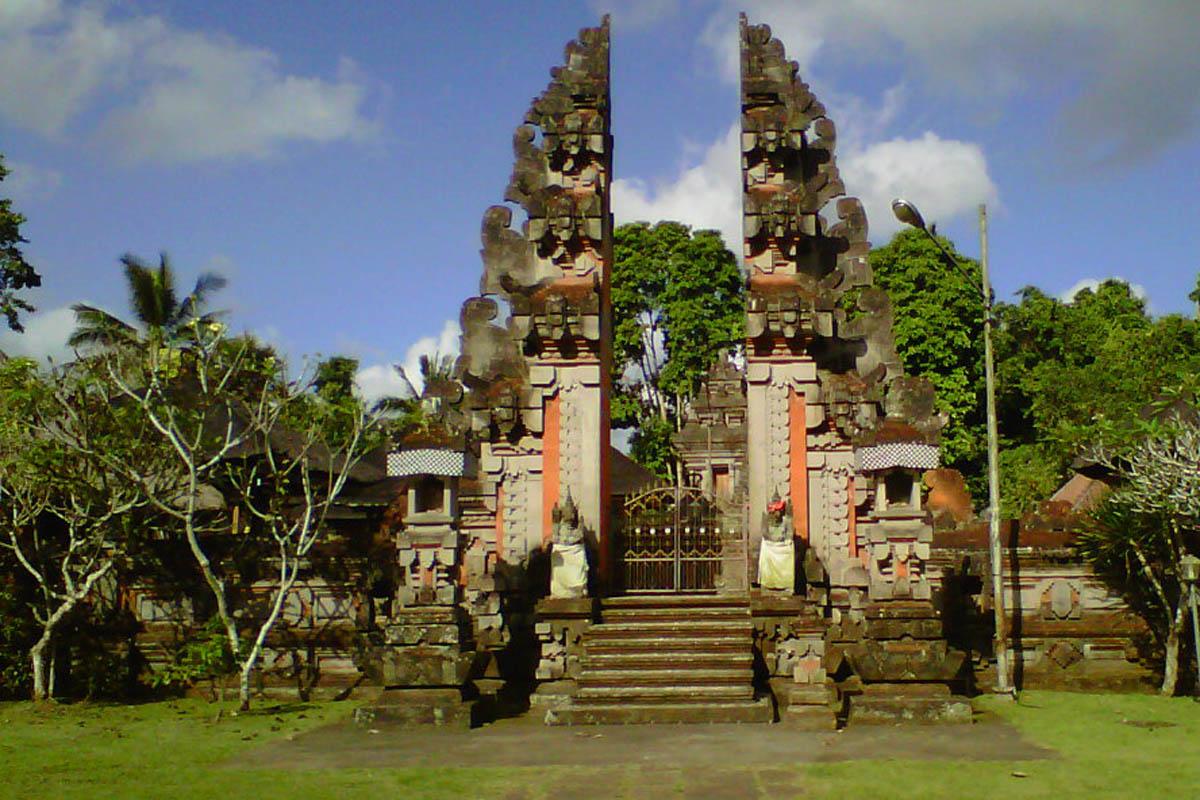 Located in the very rural village of Pakraman Sawagunung, is the Pura Pengukur Ukaran meaning &lsquo