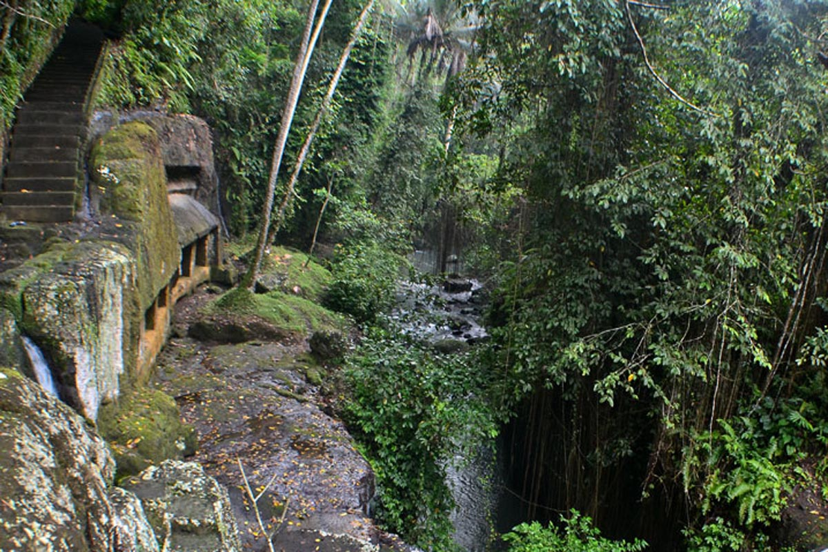 Situated on the banks of the Pekerisan River in Tegallinggah Village, this ancient site that suppose