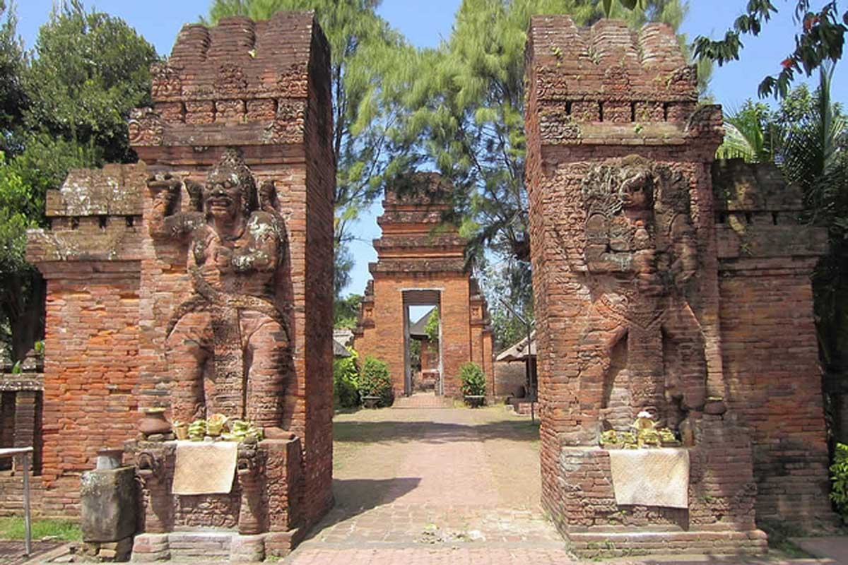 Pura Maospahit is one of the most important and ancient temples of the island which highlights the f