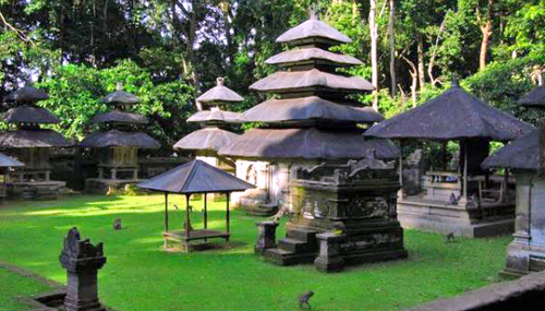 The distinguishing aspect of this village temple is the fact that the central courtyard is higher th