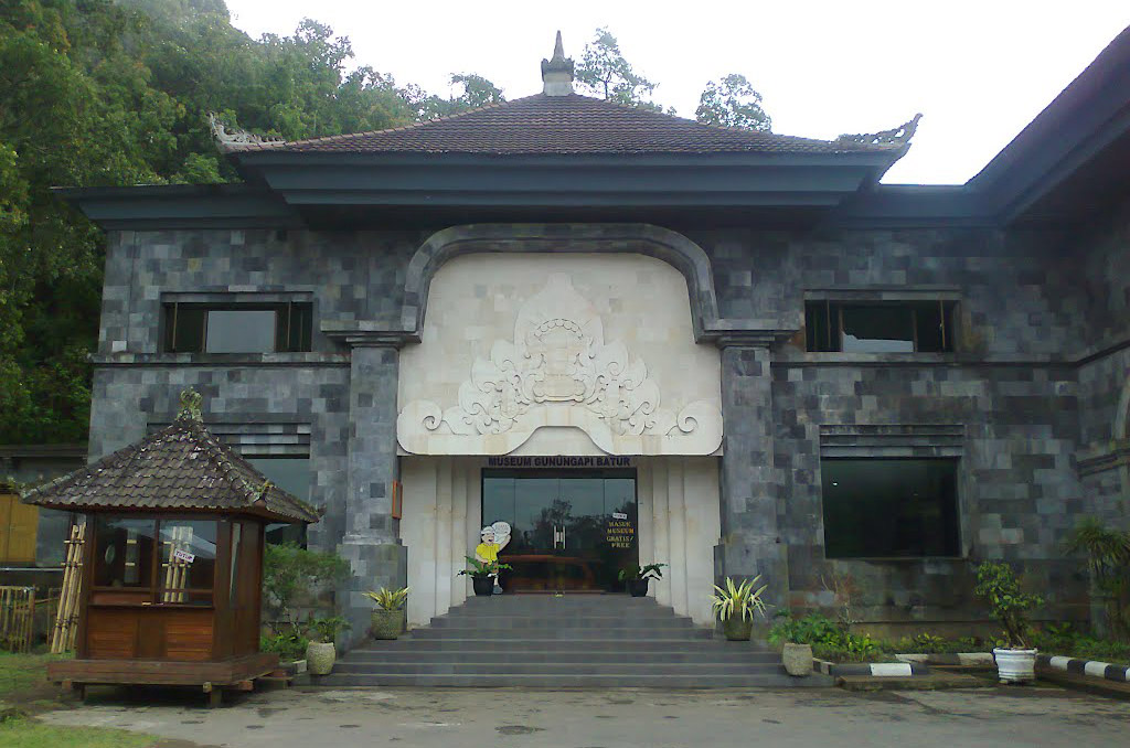 Otherwise known as Batur Museum and situated near the junction where the road from Bangli meets the