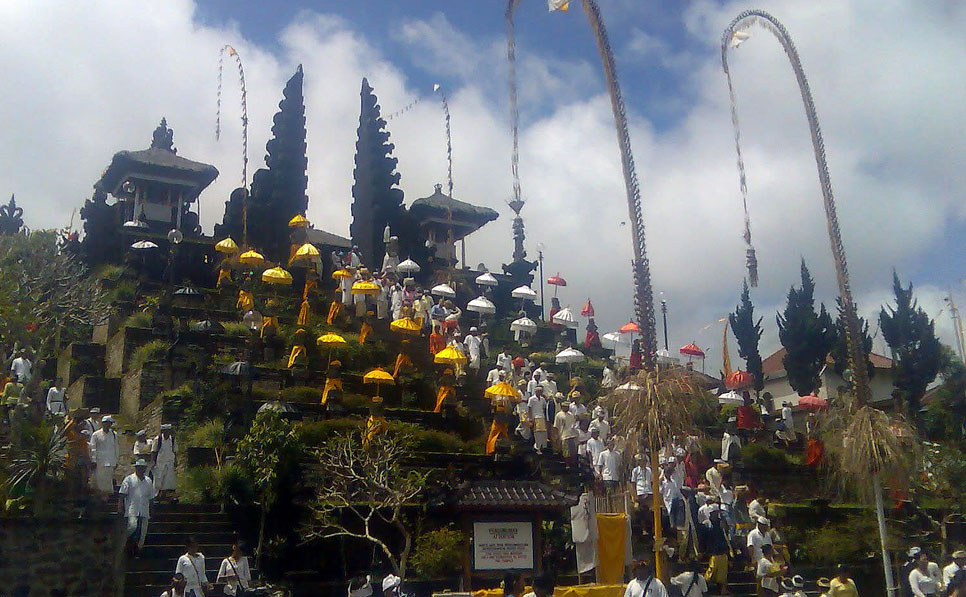 Held every 210 days (one year in the Balinese calendar), odalan celebrations commemorate the day a t