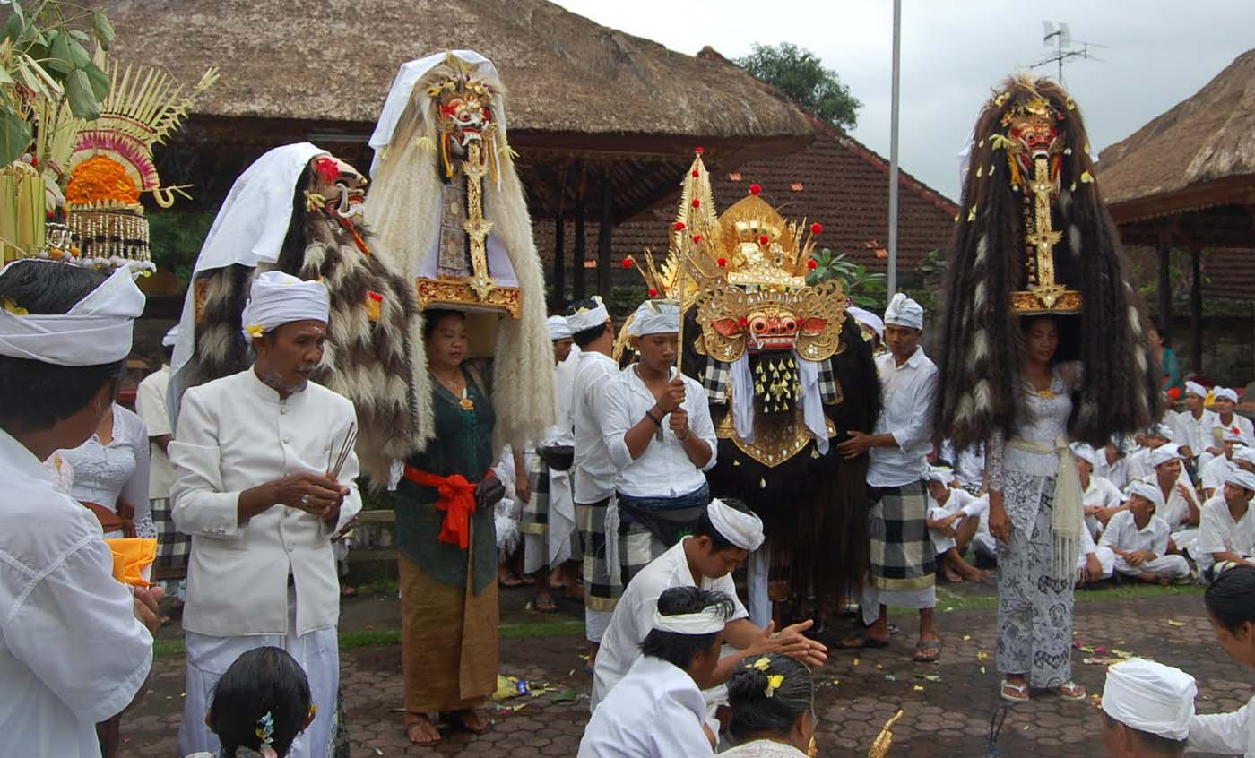 One of the most regularly observed rituals in the temples in Bali is the Hindu ceremony of Odalan.