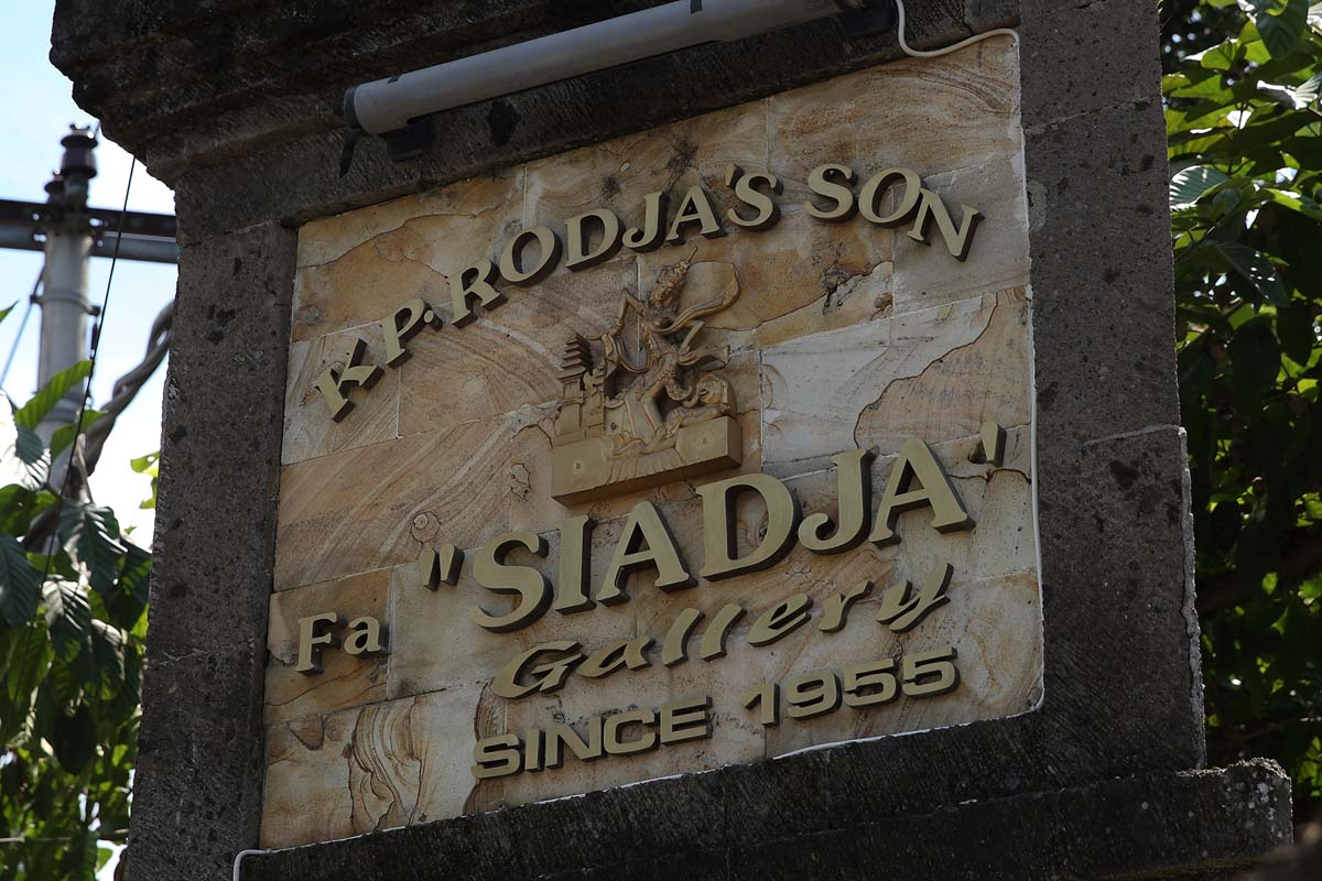 Siadja Gallery was originally founded in 1955 under the name Rodja Gallery, a pioneer in