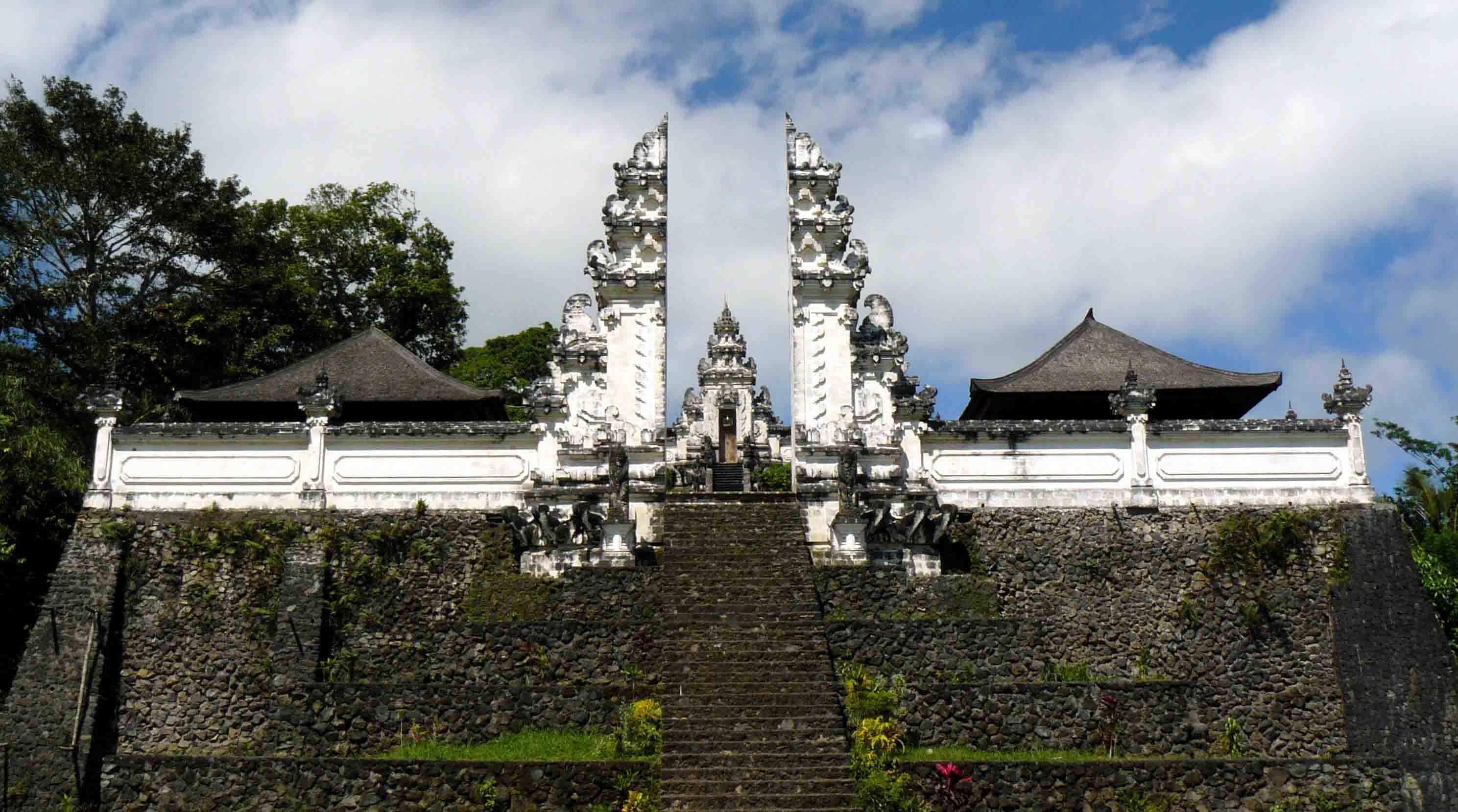 On the slopes of Mount Lempuyang sits Pura Lempuyang Luhur, otherwise known as Lempuyang Temple. T